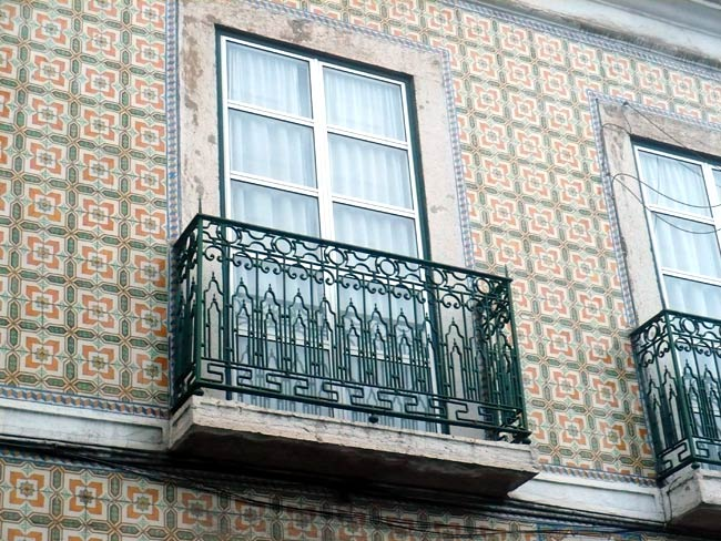 Lisboa by myself traveling ev for Balcony wall tiles