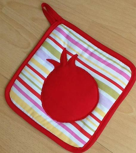Pot Holder from Vardenis with a Pomegranate