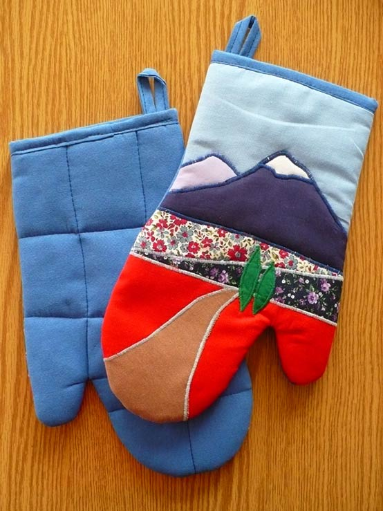 Oven Glove with Mount Ararat