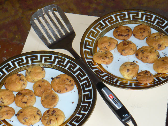 When the baking was done, I set it out to cool on a 2 foot high stool that could barely hold two plates side by side.